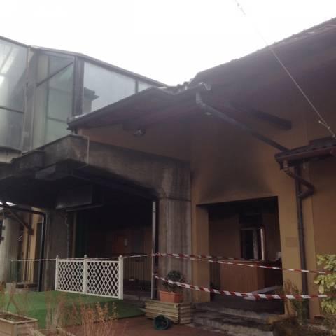 Incendio nella notte all2019ippodromo, distrutti uffici e club house (inserita in galleria)