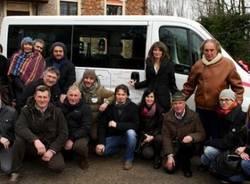 Le Pulci Famose regalano il minibus (inserita in galleria)