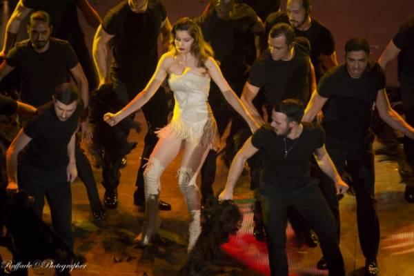 Letitia Casta al Festival di Sanremo 2014 (inserita in galleria)