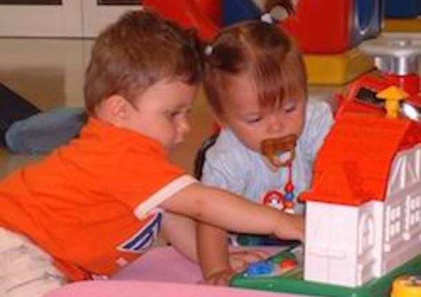 asilo nido bambini gioco apertura