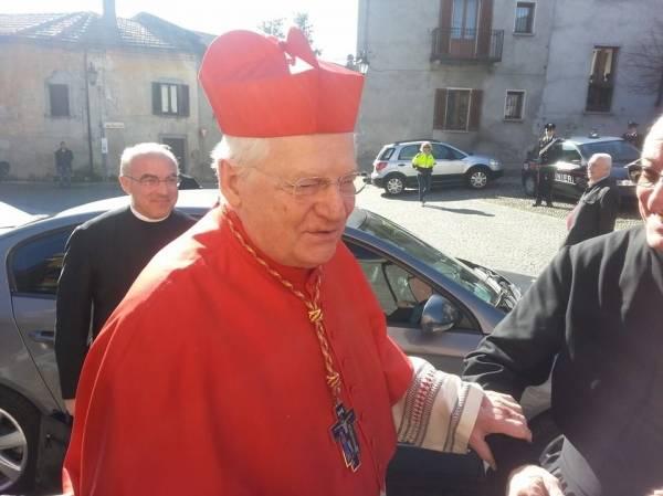 Il cardinal Scola consacra la chiesa di Cazzago Brabbia (inserita in galleria)