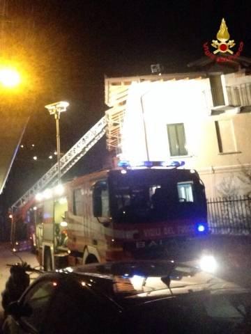 Incendio tetto a Gemonio (inserita in galleria)