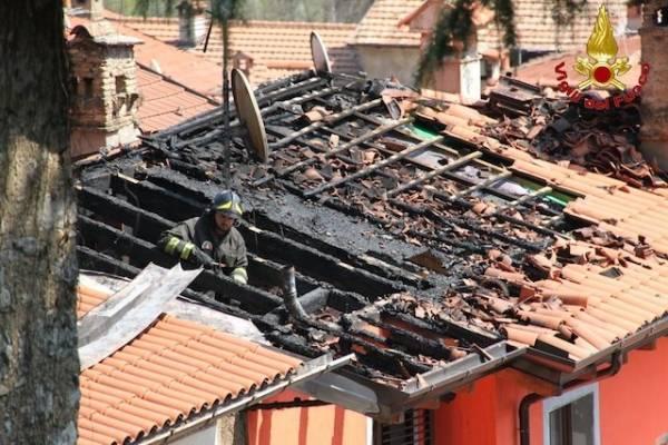 A fuoco tetto a Castello Cabiaglio (inserita in galleria)