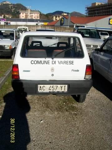 I veicoli del comune all'asta (inserita in galleria)