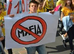 Gli striscioni contro la mafia (inserita in galleria)