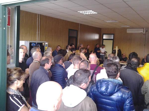 I lavoratori Sea occupano gli uffici dei sindacati (inserita in galleria)