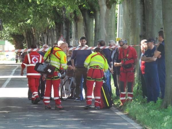 Incidente frontale, muore un motociclista di 38 anni (inserita in galleria)