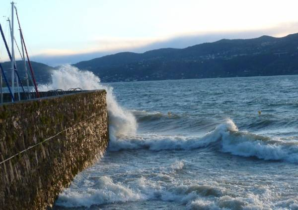 Ispra, vento sul lungolago (inserita in galleria)