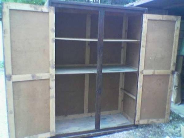 L'armadio con i resti di Mussolini su ebay (inserita in galleria)