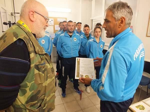 Paracadutisti in gara al Poligono (inserita in galleria)