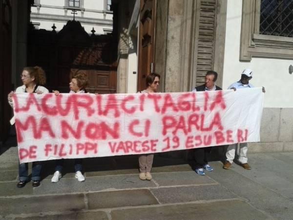 Protesta davanti alla Curia di Milano (inserita in galleria)