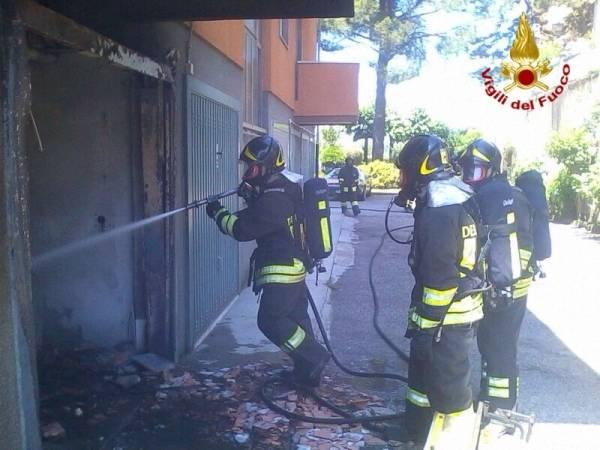 A fuoco un box in via Brennero (inserita in galleria)