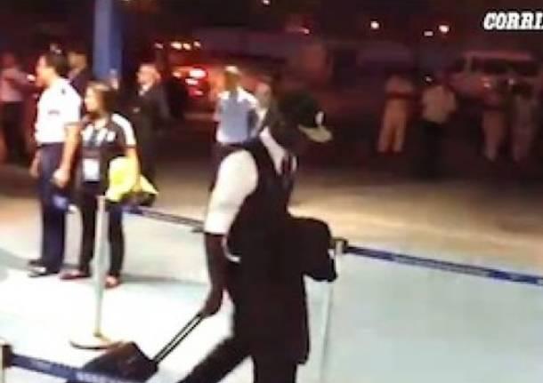Balotelli solo ai controlli in aeroporto