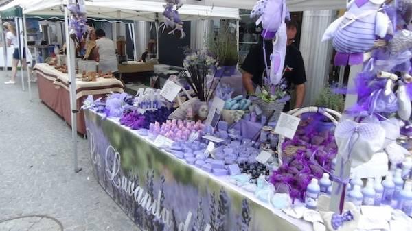 Il mercatino dell'artigianato  (inserita in galleria)