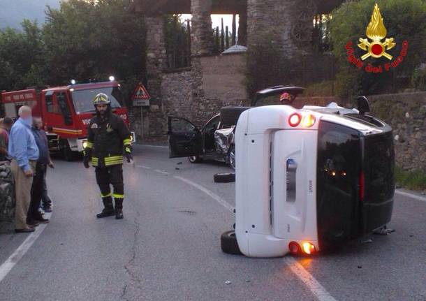 incidente grantola vigili del fuoco due auto giugno 2014