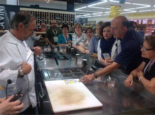 Marco Sacco ai corsi di cucina Tigros (inserita in galleria)