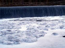 olona inquinamento fiume schiuma