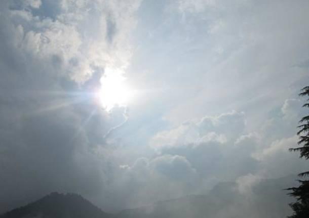 Sole e nuvole tra i temporali di domenica a Rimella