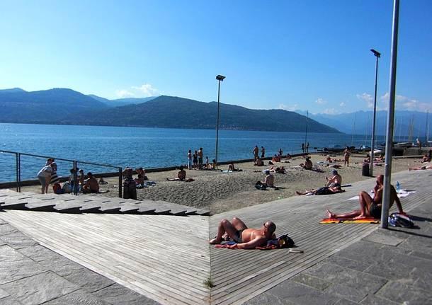 tintarella spiaggia ispra sole estate