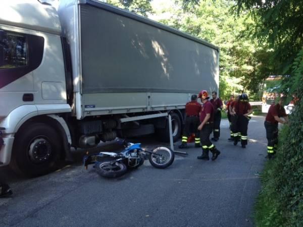 Auto contro un camion a Brunello (inserita in galleria)