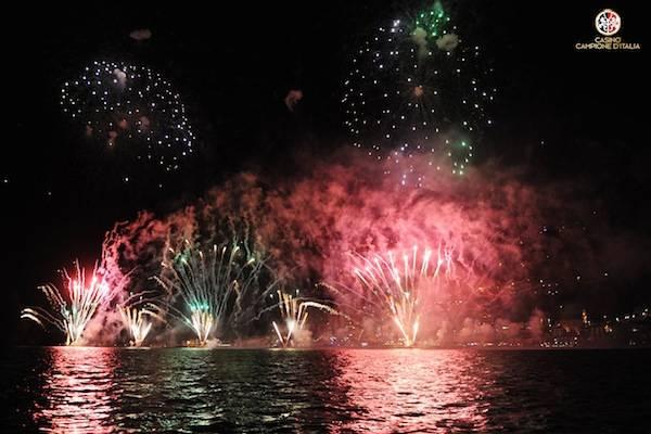 Fuochi d'artificio a Campione d'Italia  (inserita in galleria)