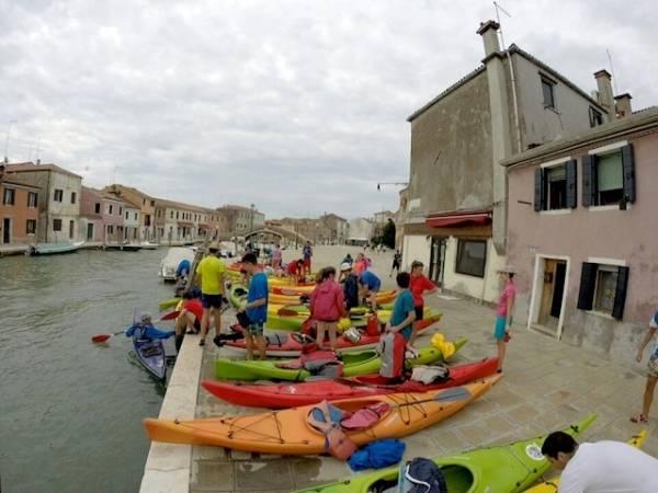 In kayak a Venezia: penultima tappa a Murano (inserita in galleria)
