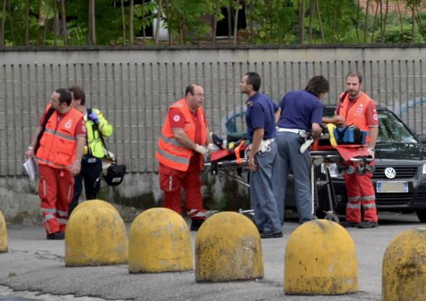 incidente polizia barella stazione nord busto