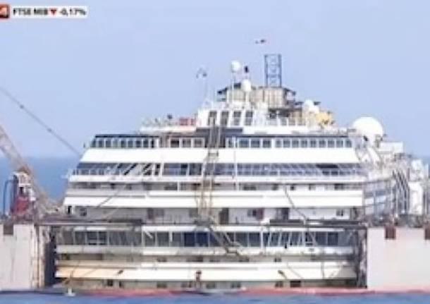 La Concordia torna a galleggiare