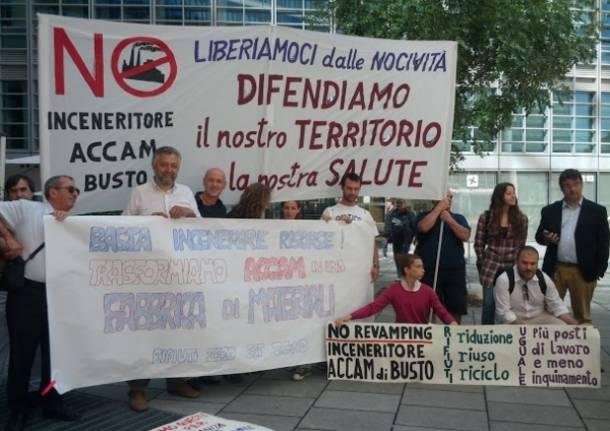 Manifestazione contro Accam a Milano (inserita in galleria)