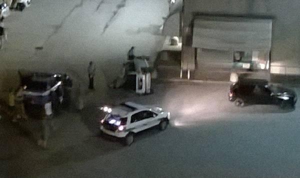 Minicar si ribalta nel parcheggio (inserita in galleria)