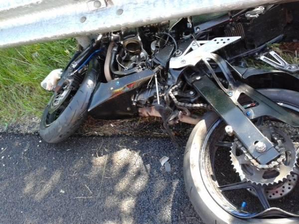 Scontro frontale, muore un motociclista di 23 anni (inserita in galleria)