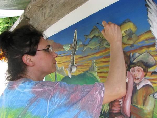 Un murales sulla parate di Villa delle Rose (inserita in galleria)