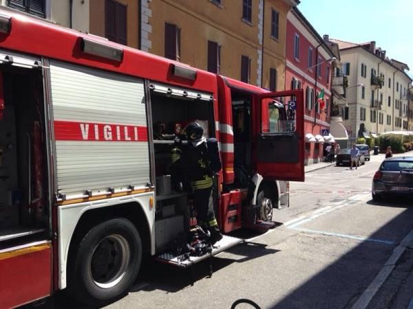 Vigili del fuoco in via Carrobbio  (inserita in galleria)