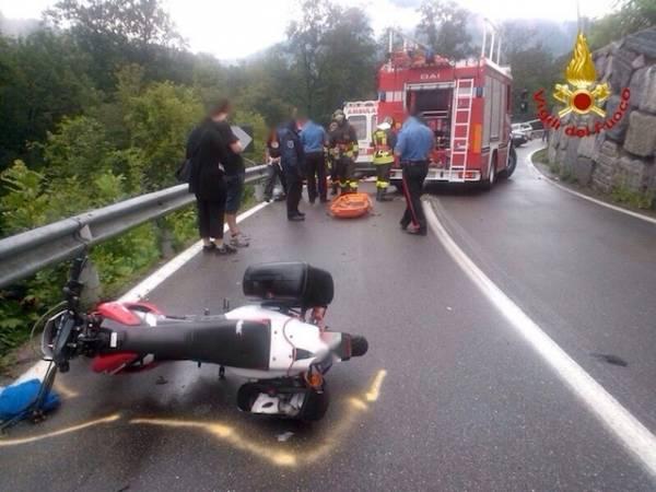 Cade in moto nella riva del Tresa a Germignaga (inserita in galleria)