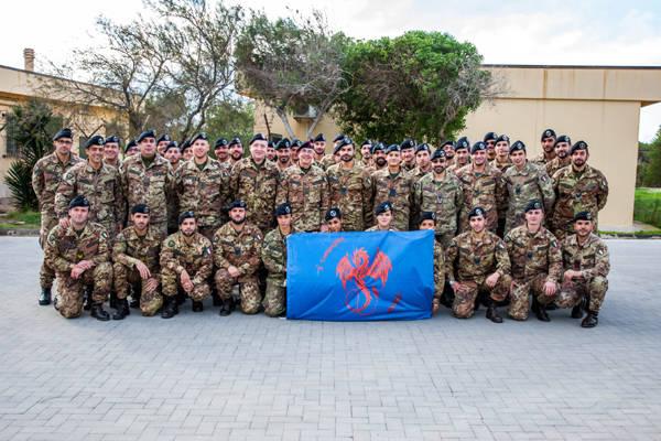 I militari Nato aiutano i migranti (inserita in galleria)
