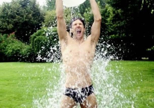"""#icebucketchallenge, la """"secchiata"""" di Roberto Bolle"""