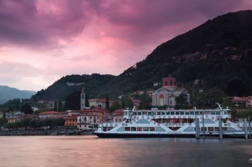 Il traghetto a Laveno (inviata tramite iPhone app)