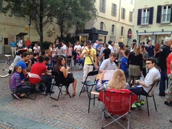 In centinaia in piazza, solidarietà a Loca Ubriaca (inserita in galleria)