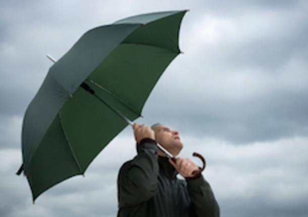 maltempo meteo ombrello apertura