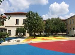 Nuova vita (a colori) per il cortile della scuola elementare (inserita in galleria)
