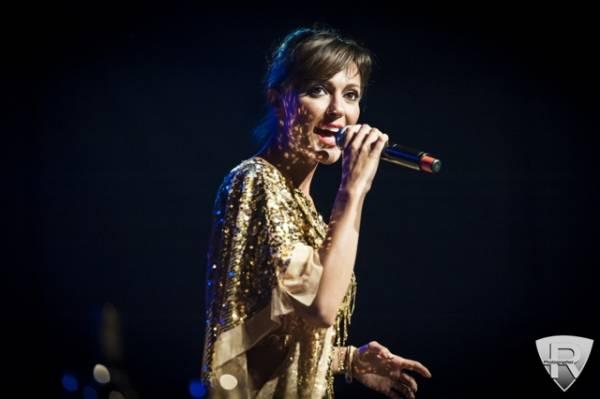 Simona Molinari in concerto a villa Erba  (inserita in galleria)