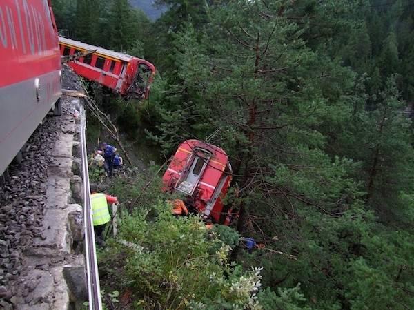 treno deragliato svizzera grigioni