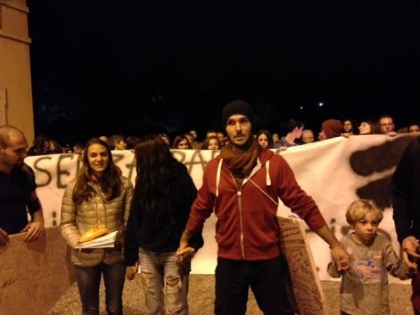 Ai Giardini Estensi la protesta pro cipressi  (inserita in galleria)