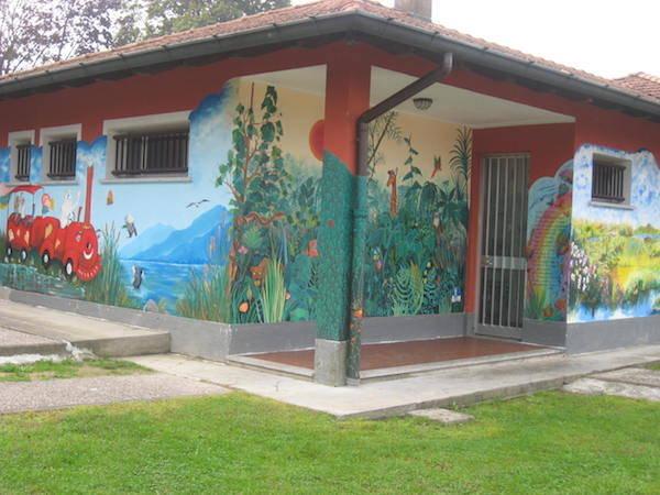 Alla scuola elementare di Bardello inaugurati i nuovi murales  (inserita in galleria)