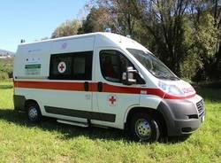 ambulanza cri luino dono comunita montana