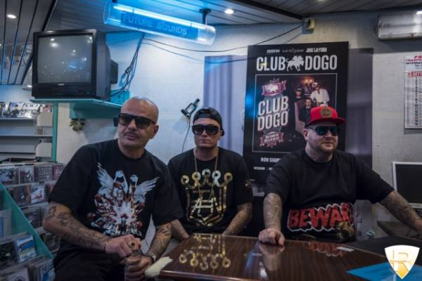 I Club Dogo alla Casa del Disco  (inserita in galleria)