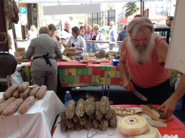 Il mercato di Agrivarese in centro (inserita in galleria)