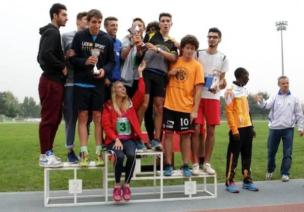 Stabilito il record mondiale di maratona a staffetta per studenti (inserita in galleria)