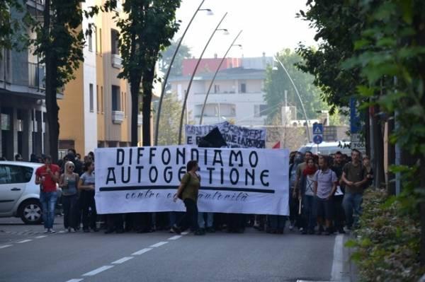 Telos in corteo per le strade di Saronno (inserita in galleria)