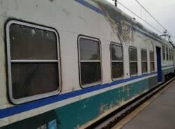 Treno affollato sulla linea luinese (inserita in galleria)